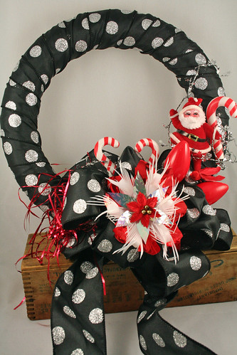 Santa Polka Dot Wreath