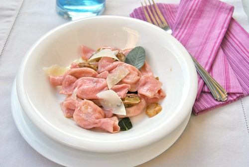 Pink Caramelle with Ricotta and Mushrooms
