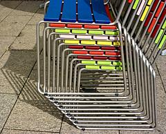 (Daniela Schneider) Tags: berlin colors germany cores chairs cadeiras berlim alemanha farben grafismo stuehle graphism danielaschneider empilhadas
