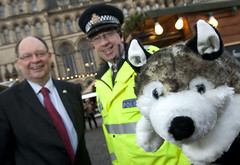 Operation Husky -  Keeping Shoppers Safe (Greater Manchester Police) Tags: uk manchester helmet police christmasmarket albertsquare christmasshopping policeofficer britishpolice manchestercitycouncil greatermanchester policeradio policehelmet ukpolice greatermanchesterpolice operationhusky neighbourhoodpolicing jimbattle unitedkingdompolice christmassecurity inspectormikecoombes