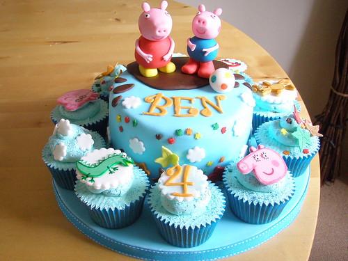 Peppa Pig Cake & Cupcakes