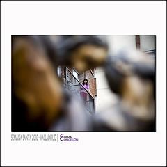 Espectadora a las doce (Chema Concellon) Tags: people espaa woman easter persona mujer spain europa europe dof gente centro valladolid escultura desenfoque ritual pblico imgenes balcn cultura tarde semanasanta 2010 contrapicado tradicin castilla celebracin planos escultor procesin rito hollyweek juevessanto espectadora castillaylen costumbre religin balconada superposicin robado tallas discpulos devocin cofrada apstoles 100vistas imaginera sacramental sagradacena chemaconcelln maderapolicromada imaginero grupoescultrico penitencial desenfoqueselectivo esculturapolicromada procesindelasagradacena juangurayaurrtia espectadoraalasdoce