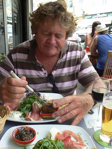 philippe et assiette provençale.jpg