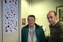 Visita de Federico Iturriagagoitia al Departamento de Euskera con motivo del estudio que ha publicado de las Aves en Ermua