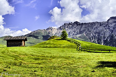 Die Htte (JoyceHemmingway) Tags: mountains sommer htte wiese haus berge alm seis sonne zhne dolomiten kastelruth vls seiseralm