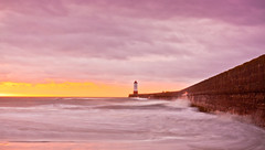 Berwick | Sunrise | Lighthouse (capturedcanvas.co.uk) Tags: ocean uk chris sea lighthouse sunrise canon surf waves photographer captured smith canvas usm berwick upon tweed 1740l 450d