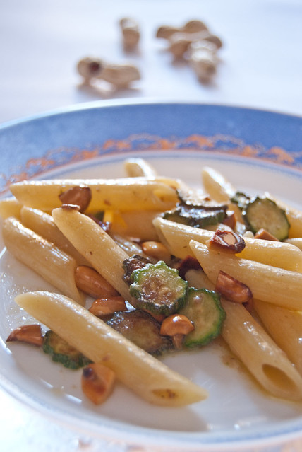 Penne zucchine e arachidi