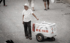 Ice Cream, anyone ? (hvreflections) Tags: man latinamerica beautiful méxico nikon raw bigma jalisco sigma oldman mexican icecream desaturation romantic puertovallarta hermoso dailylife tradition mexicano helado hombre streetvendor tradición américalatina sigma50500 nikond2x desaturación desaturado vidadiaria vendedorcallejero hombreviejo romñantico
