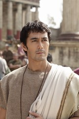 111019(1) - 預定2012年黃金週上映的「阿部寬」主演電影《羅馬浴場》公布大量劇照! (1/2)
