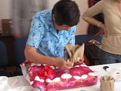En una pequeña ceremonia en la Fundaci+¦n le entreg