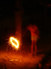 Phool Jhari & the kid (Adrakk) Tags: india festival fireworks cracker diwali firecracker ptard inde feudartifice pataka dipavali