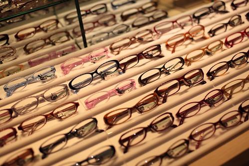 嫁、メガネを買う