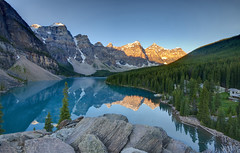 Sunrise on Lake Moraine (Fil.ippo) Tags: park parco lake canada water sunrise landscape lago alba sigma national alberta banff 1020 hdr filippo moraine paesaggio nazionale sigma1020 d5000 doubleniceshot tr