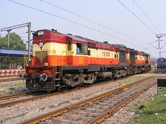 18938 16048 Raipur (Jonesy38) Tags: india dlw alco wdm3