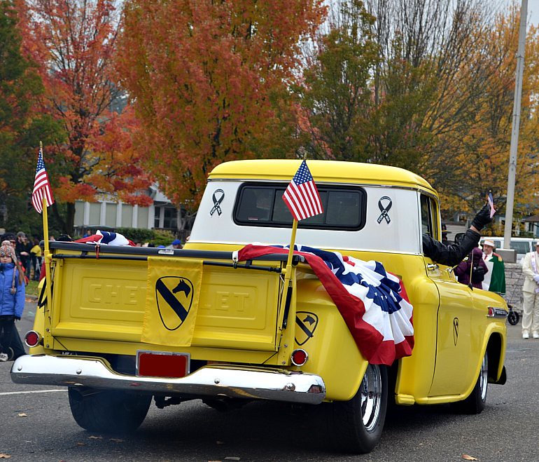 DSC_0061p_veterans_day_parade_vintage_chevy_pickup