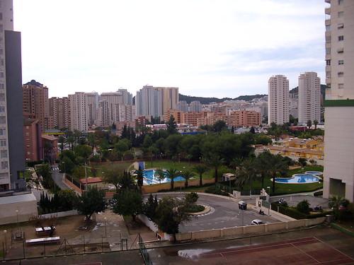 Vistas muy despejadas y piso muy soleado. Solicite más información a su inmobiliaria de confianza en Benidorm  www.inmobiliariabenidorm.com