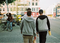 Monchis, right? (Kike Medina) Tags: friends amigos holland film 35mm amsterdan analogo monchis