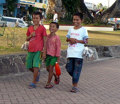 Young Entrepreneurs (edpcv) Tags: boy youth child philippines dumaguete filipino visayas 2011 negrosoriental
