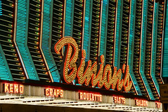 Binion's (Curtis Gregory Perry) Tags: street old las vegas blue red usa gambling craps luz sign bulb night vintage hotel licht nikon long exposure neon 21 lumire nevada casino fremont aviso gaming experience signage roulette saloon luce muestra slots signe sinal  binions zeichen  non segno d300 nen keno      teken