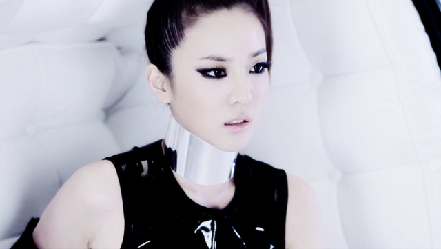 2ne1-necklace