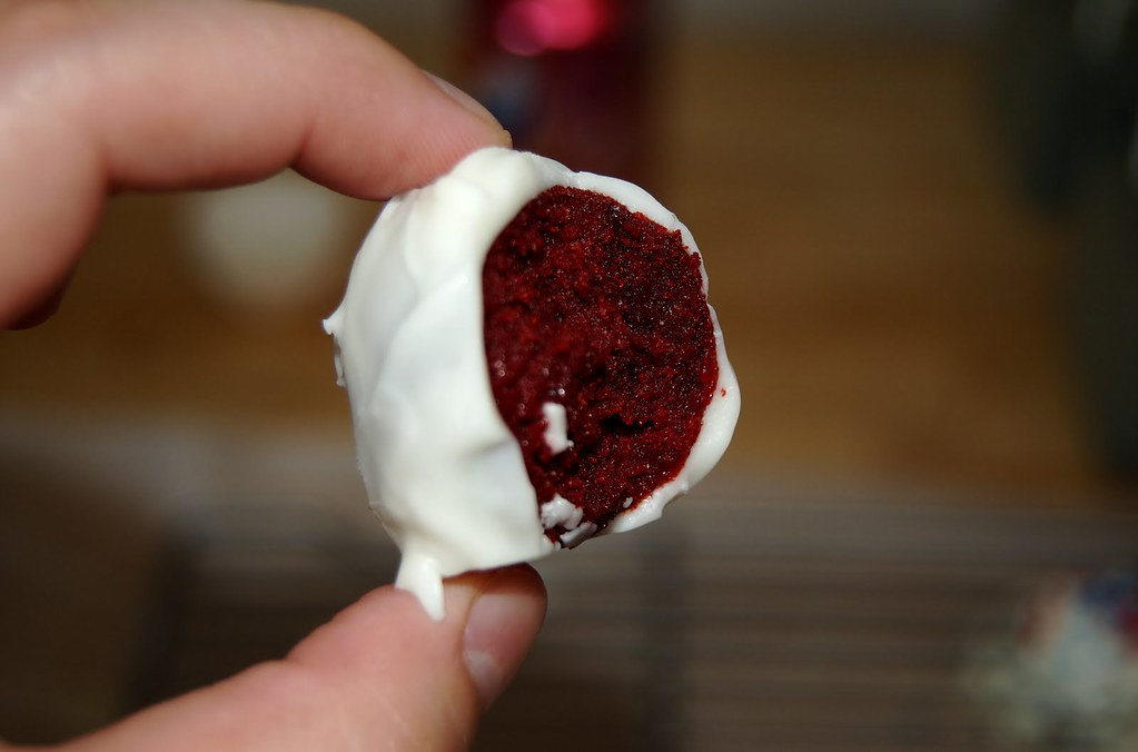 Cupcakes Take The Cake: Red, white and blue red velvet cake pops
