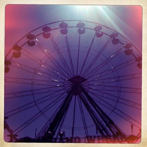 Ferris wheel sun ray