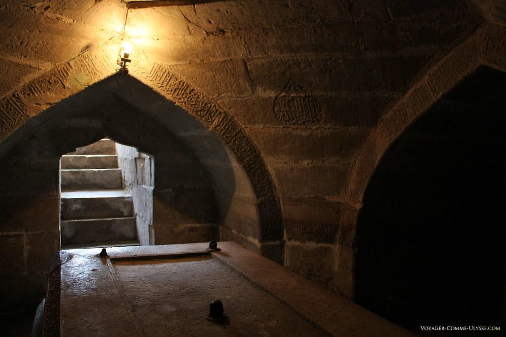 Le tombeau, vide, de Tamerlan, est d'une simplicité extrême pour un si grand conquérant.