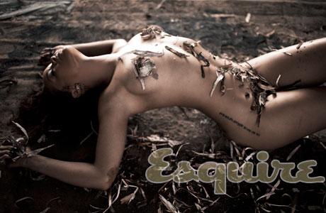 esq-07-rihanna-naked-pic-1111-lg