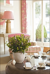 Number 16 (Nada*) Tags: china uk pink flowers wedding light stilllife white inspiration cute london window idea hotel design living tea top interior raum room zimmer decoration style best sofa boutique 16 kensington posh setting wohnung girlie interiordesign frontroom porcelain cosy 5star wohnzimmer southkensington hightea number16 seatingroom