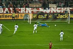 FC Bayern gegen FC Ingolstadt (avantgarde_w2) Tags: people germany munich mnchen bayern deutschland bavaria football stadium soccer stadion fcbayern bayernmunich fusball frttmaning fcingolstadt nikon70300mmvr alliancearena