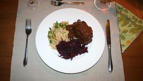 29 - Rouladen mit Spätzle und Rotkraut - serviert