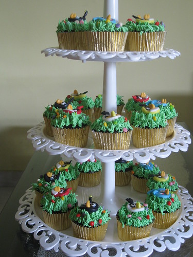 Cupcakes on tier #1