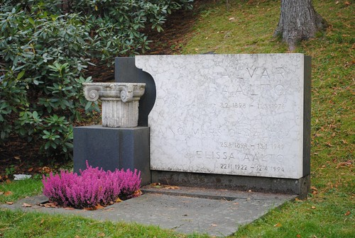 La tumba del arquitecto finlandés Alvar Aalto
