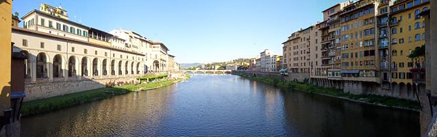 Флоренция. Вид с моста Понте Веккьо.