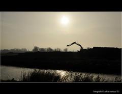 En weer lukte het de zon niet om er door te komen (Ankie Rusticus, I'm not much here) Tags: herfst werkzaamheden sneek ijlst zonnetje silhouetten houkesloot