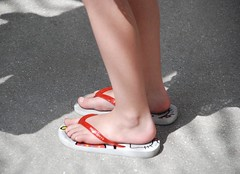 (Tellerite) Tags: feet toes sandals flipflops barefeet beautifulfeet prettytoes sexytoes sweetfeet prettyfeet sexyfeet girlsfeet femalefeet teenfeet femaletoes candidfeet beautifultoes baretoes girlstoes sweettoes girlsbarefeet teentoes girlsbarefoot youngfemalefeet candidtoes youngfemaletoes