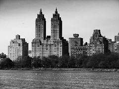 [2005] The Eldorado (Diego3336) Tags: park nyc newyorkcity urban bw usa lake ny tree tower nature skyline america skyscraper buildings pond unitedstates centralpark manhattan towers reservoir upperwestside northamerica theeldorado eldoradobuildingeldorado urbannaturenewyork