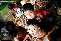 Hope in their eyes, Calcutta (Javier Redondo) Tags: school boy india girl face look canon children eyes cara nios nia ojos escuela mirada kolkata calcutta calcuta 1855mmis