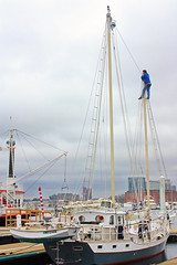 Up In The Air (Tim Pohlhaus) Tags: harbor maryland baltimore inner schooner liberate gcbsr