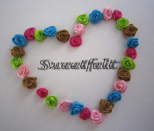 Bom domingo!! O meu está a ser assim... com rosinhas! :)) by sweetfelt \ ideias em feltro
