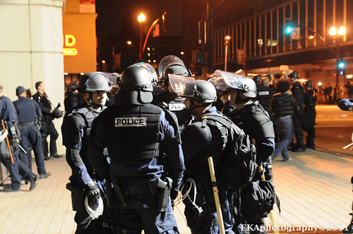 Oakland Police in Riot Gear, 10.25.2011. (Added by Editor - Photo: Oakland Local, aka EKAPhotography on flickr)