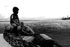 Menino do cais (di194213brilhante) Tags: rio manaus pretoebranco menino amazonas corrente cais rionegro brilhante fotopretoebranco adilsonbrilnante