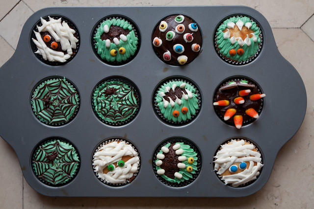 Menagerie of Easy to Make Halloween Cupcakes