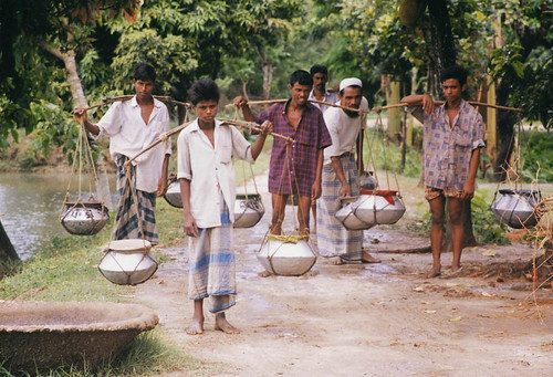 Fish fry hawkers, Bangladesh. Photo by WorldFish, 2008