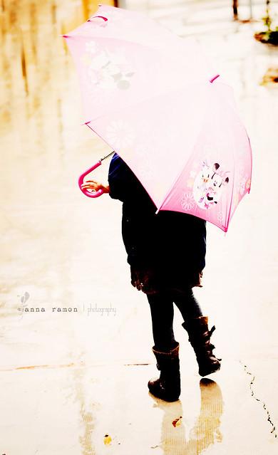 fuera, llueve.