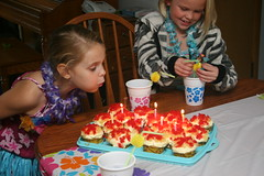 IMG_3865 (Chris Totsky) Tags: birthday cake candles candle julia birthdayparty lei cupcake luau hawaiian paigek