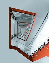 up! (maxelmann) Tags: orange stairs germany stair sigma leipzig stairway sachsen 12mm karli 1224 stufen treppenhaus treppengeländer treppenstufen sigma1224mmf4556exdghsm htwk htwkleipzig karlliebknechtstrase maxelmann leipzigertreppenhäuser hochschulefürtechnikwirtschaftundkulturleipzig