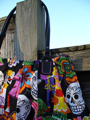 Handle detail of Calaveras Handbag (SewHappyGeek) Tags: diadelosmuertos calaveras pleatedhandbag alexanderhenryfabric