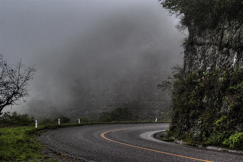 la carretera en la montaña