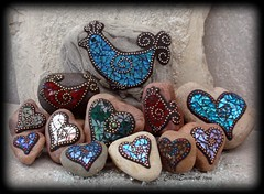 """Love a Bird"" Mosaic Rocks / Garden Stones (Chris Emmert) Tags: blue chris red black green bird love rock stone garden gold beads heart mosaic mixedmedia copper iridescent multicolored tg glasstile paperweights ballchain emmert temperedglass gardenstones flickrmosaicartists chrisemmertcom"
